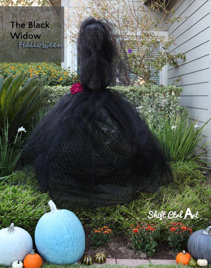 Outdoor halloween decor the black widow wire and tulle lady for Home and garden halloween decorations