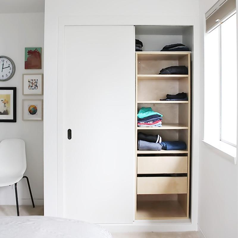 Surprise teen bedroom makeover with new closet organizer